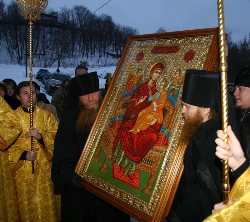 ... к иконе, он был отброшен и упал наземь: chudopomolitve.ortox.ru/ikona_bozhejj_materi_vsecarica/view/id/1141376